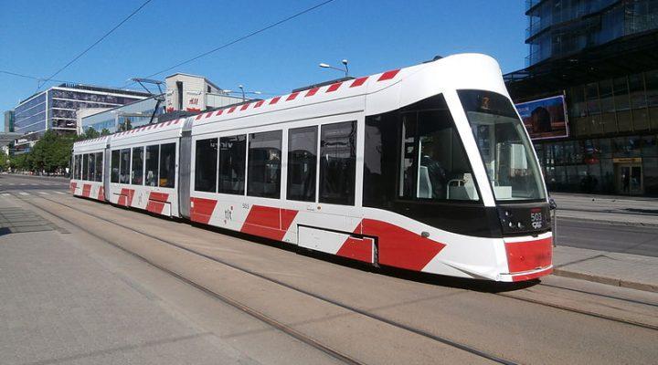Tram_503_at_Hobujaama_Stop_in_Tallinn_9_June_2015